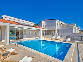 Luxury Villa Exclusive Primosten with pool by the sea close to Primosten