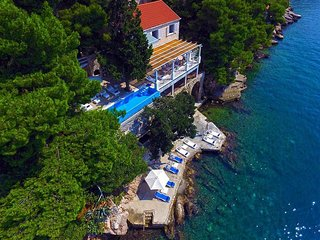 Luxury Villa Dubrovnik Sea Diamant by the sea close to the center of Dubrovnik