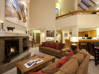 Ski-in/Out Luxury Corner Condo Next to Gondola, Private Hot Tub - Kayenta Peaks