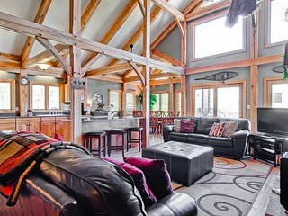 Mountain home with pool table, great views, hot tub - Snow Mountain Lodge