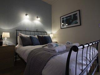 Diamond - Weekday Cross Apartment