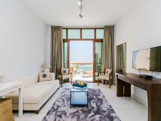 STYLISH STUDIO IN PALM VIEWS