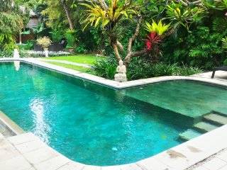 Villa Poppy - Cozy Seminyak 3 Bedroom Holiday Home