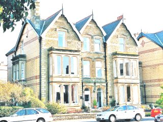 2 BR Victorian apartment close to beach and town centre