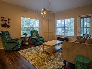 Legends of the Fall - Pet Friendly, 3 bedroom/3 bath condo with room for 10!