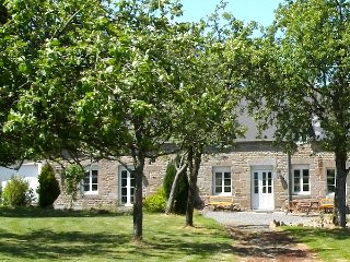 SPACIOUS Family Farmhouse in 3 ACRES with STUNNING VIEWS, EXCLUSIVE USE