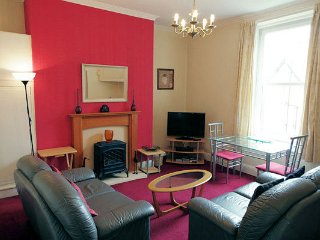 1 BR Victorian apartment 4 close to beach and town centre