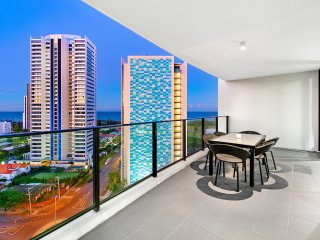 Stylish Broadbeach Apartment with Views