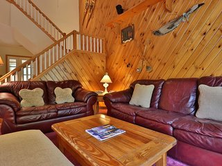 Ski-in/ski-out townhome w/ private deck, sauna & shared pool & hot tub!