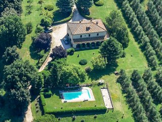 Detached manor with private pool 40kms from Orvieto
