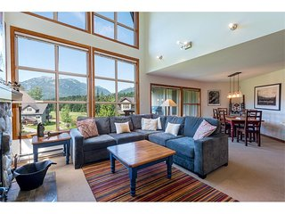 'Blackcomb Greens' 3 Bedroom Townhome with Golf Course Views