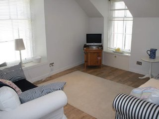 Hideaway, one bedroom, chic seaside apartment centrally located in North Berwick
