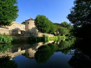 Tour Madame séjour hors du temps dans une tour médiévale du XIIIe siècle.