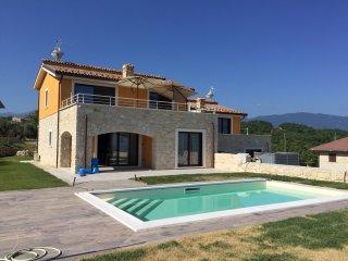 Maison 6 /8 personnes avec piscine privee et wifi. Vue exceptionnelle.