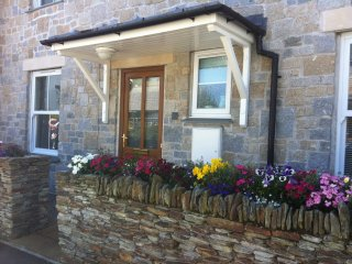 Daisy Cottage -A Splendid Holiday House, With Pretty Garden, & Parking