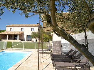 Maison Roquebeauresse family friendly holiday rental with swimming pool . 2-10 p