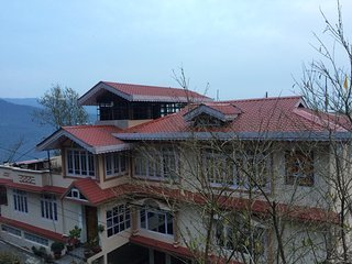 The Di-Lac Retreat boasts rooms with remarkable views of Gangtok. ( ROOM - 9 )