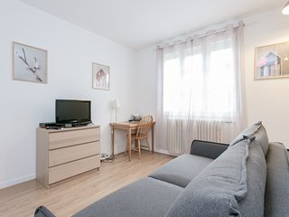 Nice studio near Rueil City Center, with full services