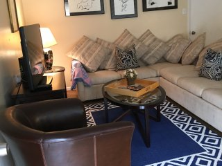 Spacious Retreat 6 - One Bedroom at Knox/Henderson