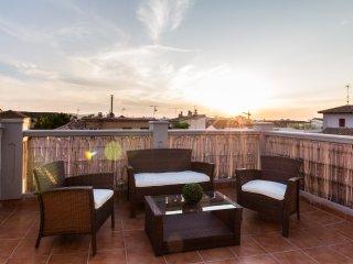 Fantastico atico con terraza y vistas en el centro historico de Granada