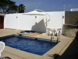 Cesar's House Salinas. Ideal for 6: breakfast included, pool-jacuzzi, free wifi