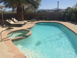 POOL / SPA / Mountain View!! 4 bed 2.5 bath! 10 minutes to strip!!