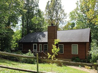 MOUNTAIN MOMENTS-Cottage Style Home w/Mountain Views & WiFi-Minutes to Boone!