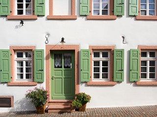 Vorderansicht Burggarten Appartements Neuleiningen, Eingang zu Appartement Nr. 1
