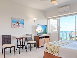 Comfy Studio w/Lanai, Kitchenette, Washer/Dryer, Free WiFi–Waikiki Shore #1415