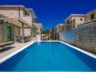 Villa Zeus with a touch of luxury and private Pool in Liznjan for 6 + 2 person