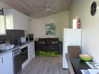 New Comfortable 1 bedroom Studio 15 mins from Noosa