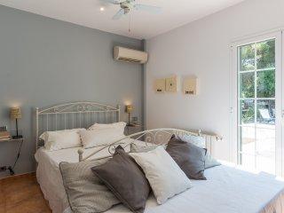 EINSTEIN. Suite con letto matrimoniale (160x200) e singolo (90x190), con bagno privato en suite.