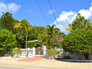 Aruba Garden Home 15 Min From Beach!