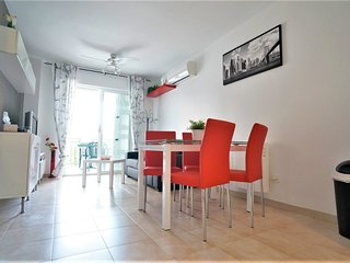 284- Modern 2 bedroom apartment