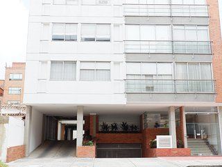 1 bedroom apt 1 block from Unicentro