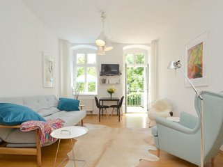 Berlin Mitte, Sunny apartment with balcony to the garden site  for 1 or 2 people