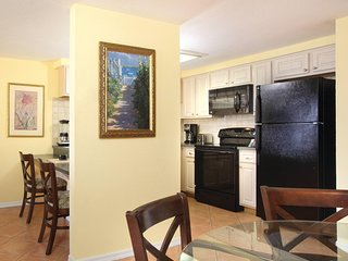 Pompano Beach, FL: 2 Bedroom w/Resort Pool- Steps Away From Beach, Attractions!
