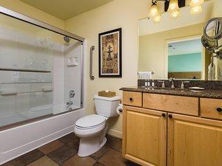 Tropicana Ave 1BR w/ WiFi, Resort Pool & Free Shuttle - 3.3 Mi. From Vegas Strip