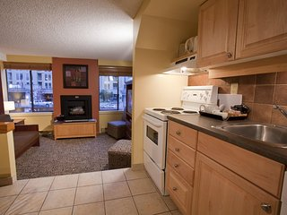 Whistler, Canada: 1 Bedroom Loft w/Fireplace, Jetted Tub, FREE WIFI, Resort Pool