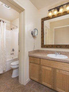 WorldMark Bend Seventh Mountain Resort bathroom