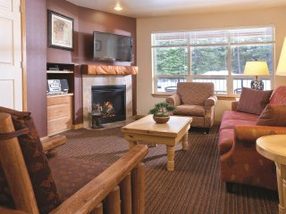 McCall, ID: 2 Bedroom Condo w/Resort Pool 1 Mi From Lakes & Ponderosa State Park