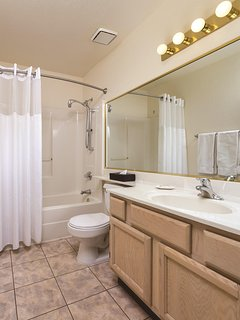 Havasu Dunes Resort bathroom