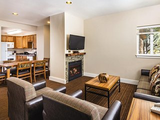 Cozy Condo Near Rocky Mountain National Park w/ Fireplace, Resort Pool & WiFi