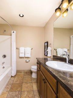 WorldMark Estes Park bathroom