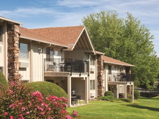 Cozy Condo w/ Fireplace, Resort Pool, Outdoor Sports & Nearby Riverboat Cruises