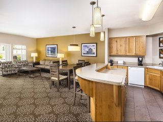Windsor, CA: Sonoma 3 Bedroom Condo w/Fireplace, Resort Pool, Spa, WiFi & More!
