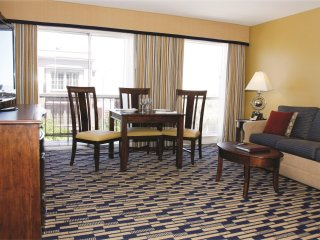 Fisherman's Bay: 1BR w/Free WiFi, Near Hyde Park Cable Car Service, Attractions!