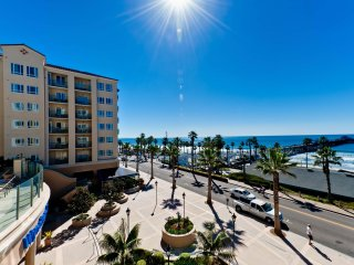 Spacious Condo Across from the Pier w/ Beach Access, Resort Pool & Free WiFi
