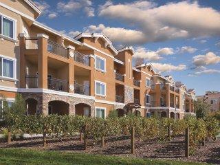 Napa, CA: 2 Bedroom, Whirlpool Tub, Fireplace, Pool, Golf, WiFi, Beautiful Area!