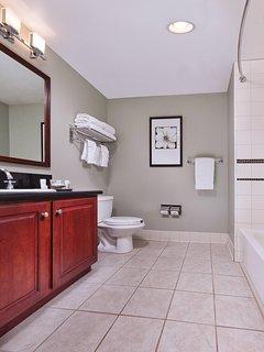 Wyndham Harbour Lights bathroom